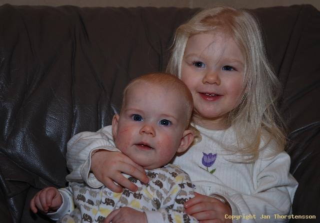 Ett par barn på bild